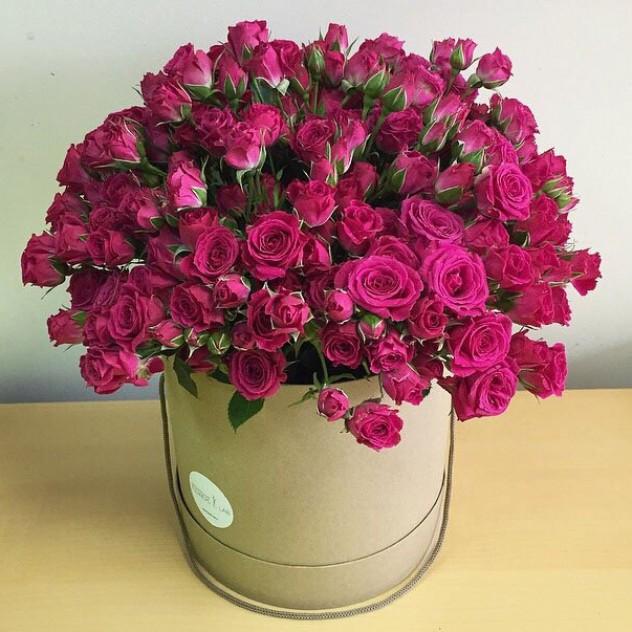 Розы кустовые в коробке