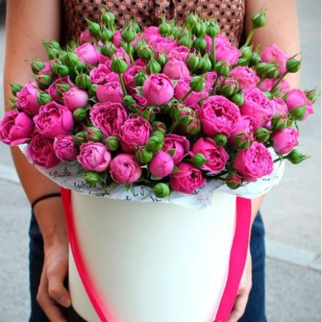 Коробочка с пионовидными розами