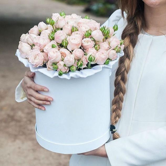 Шляпная коробочка, пионовидные розы